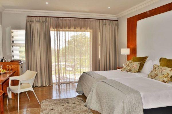 Deluxe-Room-2-1024x565.jpg