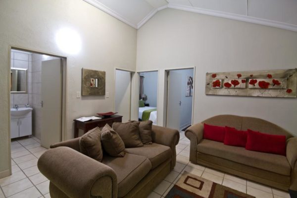 Ingwenyama-Family-Room1-1024x683.jpg